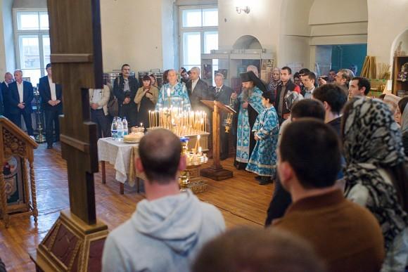 После памятной церемонии в церкви Рождества Пресвятой Богородицы на Кулишках (Аланском подворье) была отслужена панихида