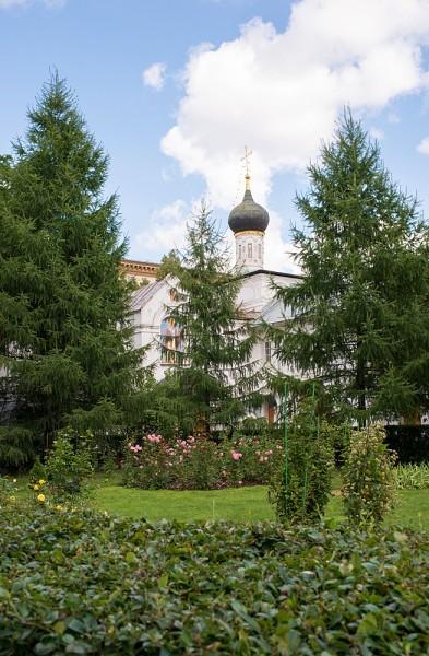 Никольский храм, построенный как больничный на средства князей Черкасских, родственников Романовых, в середине 17 века, пока не действует. Здесь ведутся реставрационные работы