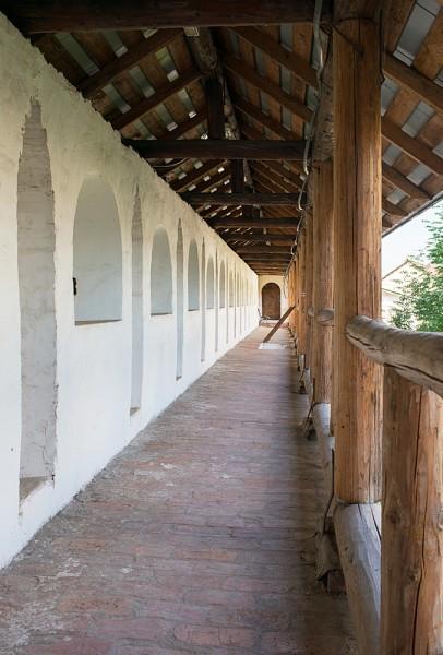 В 30-х годах 17 века в Новоспасский монастырь свезли лучших каменщиков со всей страны. Так с того времени ближайшие улицы так и называются - Большие и Малые Каменщики