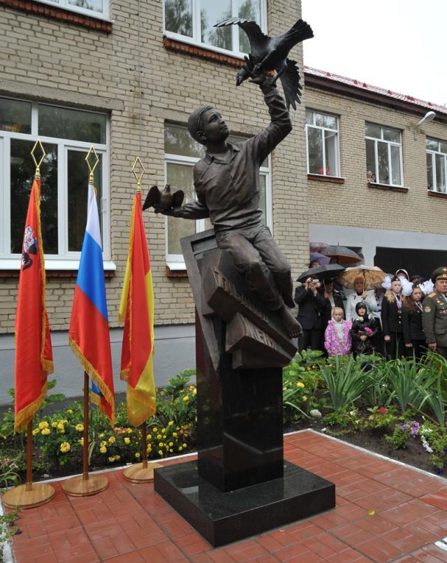Памятник с крестом Ногинск Эконом памятник Волна в камне Новотроицк