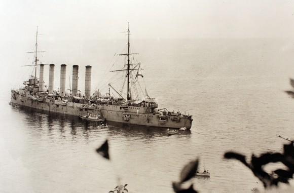 Русский крейсер у берегов Афона. 1915