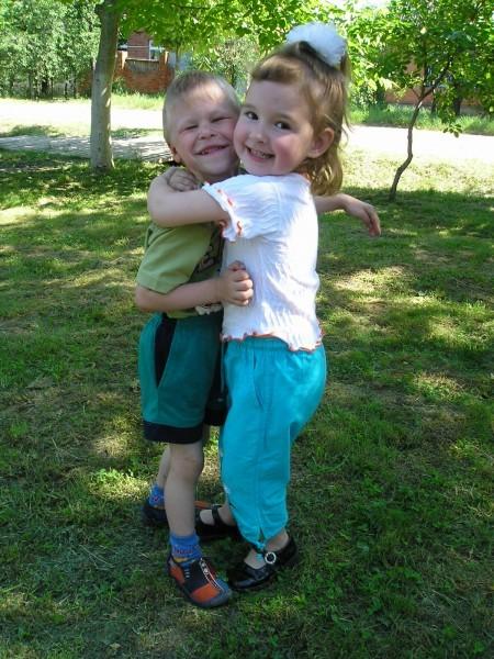 Валере и Лизе по 4 года. Валеру только забрали из детдома