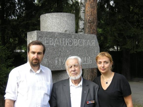 Валентин Муравский с авторами фильма в Левашово (Петербург)