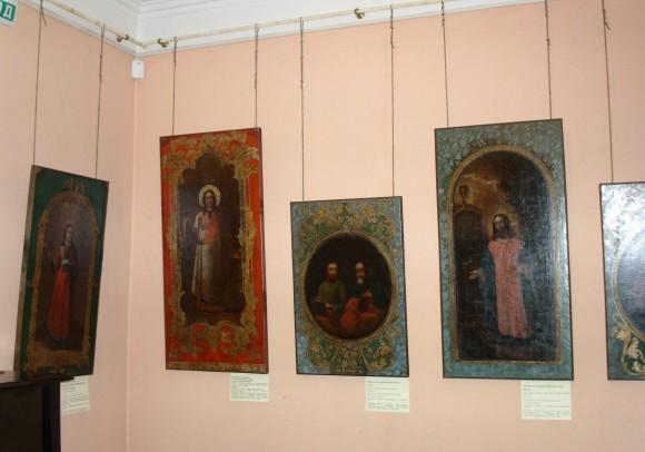 Живописные полотна, бывшие частью церковных аналоев