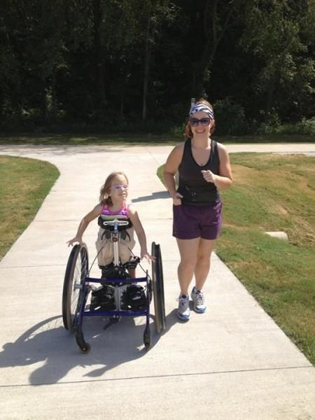 Кендра с Полиной на пробежке