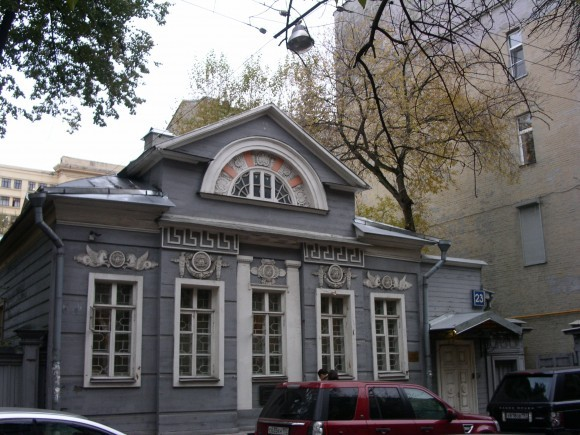 Здание, в котором находится выставочный зал ГосНИИР