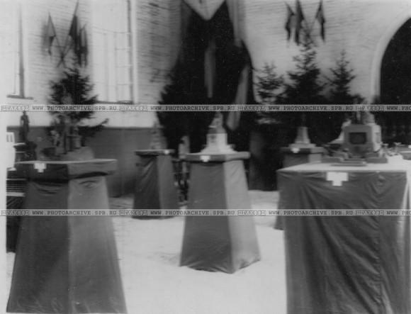 Модели памятников, представленными на конкурс памятников М.Ю.Лермонтову. Фото ателье К. Буллы. Центральный Государственный Архив кинофотофонодокументов Санкт-Петербурга