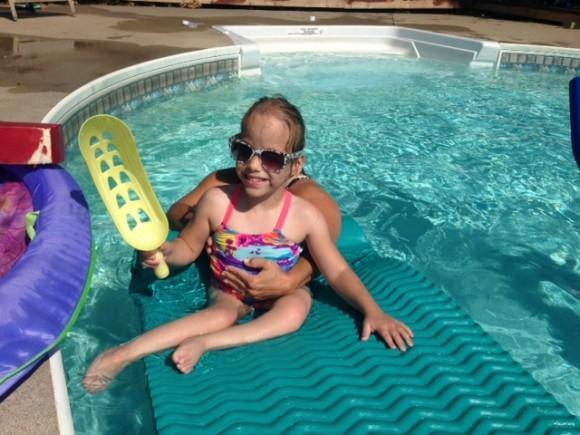 Полина в бассейне