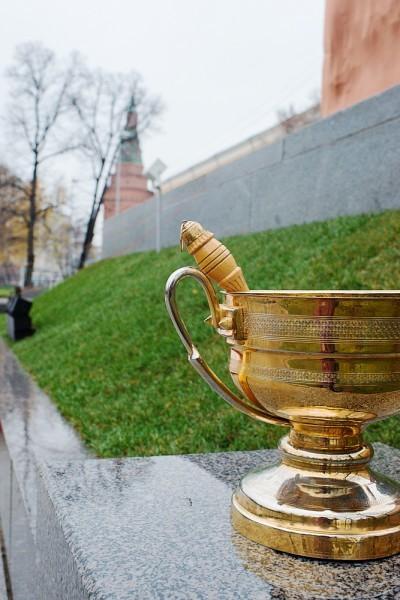Чаша со святой водой для освящения стелы
