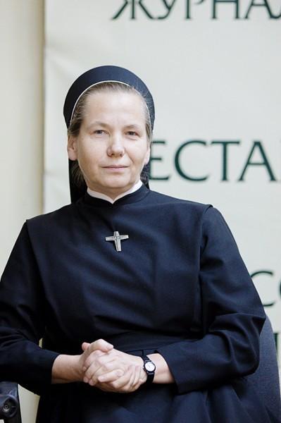 Сестра Данута Абрамович, монахиня ордена Паллотинок, специалист по социотерапии, ведущая социотерапевтической группы для детей из алкогольных семей г. Варшавы