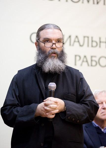 Иерей Джордж Акваро, клирик Американской Православной церкви (Антиохийская митрополия), настоятель прихода в г. Торранс (США), магистр богословия, автор многих книг по проблемам зависимости