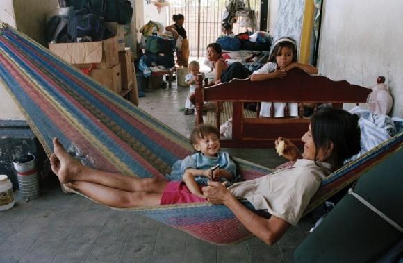 Крис Стил-Перкинс. Гондурас. Чолутек. Семьи, дома которых были разрушены, нашли приют в школе