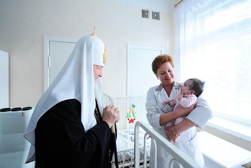 Патриарх и малыши-отказники Филатовской больницы : Православие и мир.