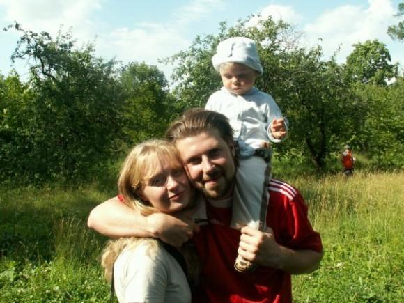 Священник Глеб Грозовский с семьей. Фото: Вконтакте
