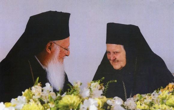 Вселенский Патриарх Варфоломей беседует с игуменьей Ольгой. 12 апреля 2011 г. Париж.