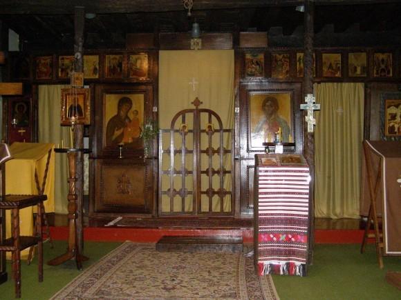 Внутреннее убранство первоначальной церкви Покрова Богородицы. Фото из архива Михаила Можайского, Бюсси-ан-От