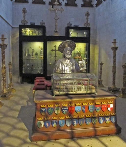 Сокровищница базилики — место хранения мощей и реликвий