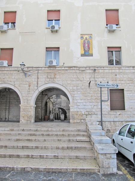 Дом на границе Старого и Нового города с мозаикой святителя Николая