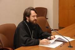 Митрополит Иларион: Не следует ли откладывать крещение ребенка, рожденного суррогатной матерью?