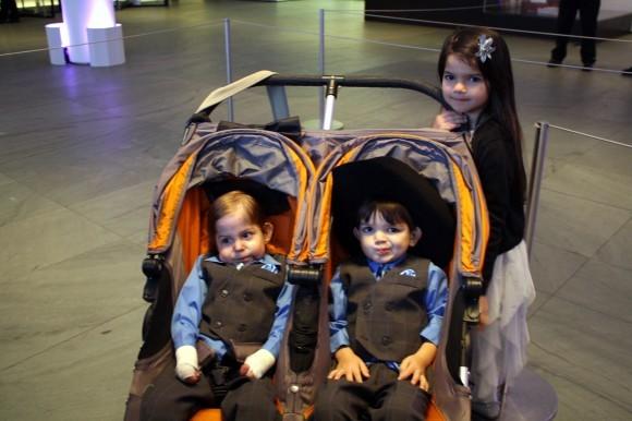 Антон Дельгадо с братом Джудой и сестрой Кенией