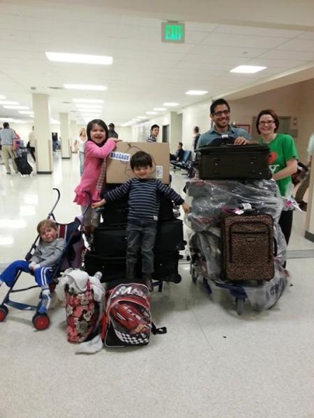 Семья Дельгадо возвращается с отдыха