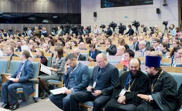 Журналистов и камер было очень много