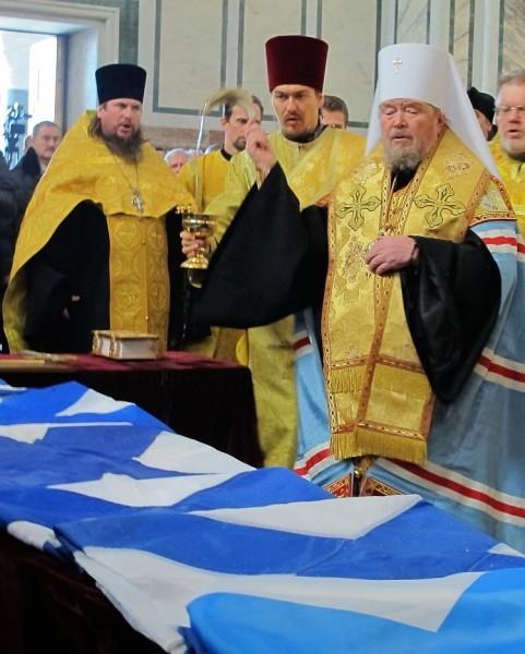 Митрополит Симферопольский и Крымский Лазарь освящает Андреевские флаги