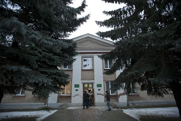 После торжественного закрытия церемонии освещения, желающих пригласили на чай и экскурсию в Центральную детскую библиотеку Гагаринской ЦБС. В библиотеке, в 2011 г. была открыта православная кафедра. Курирует ее благочинный Гагаринского округа игумен Александр (Карпиков).