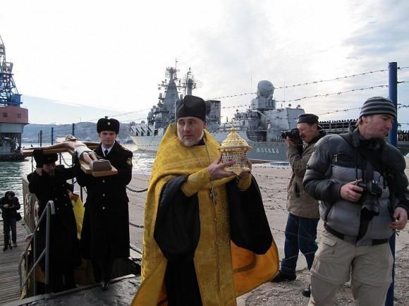 У причала крейсера «Москва»