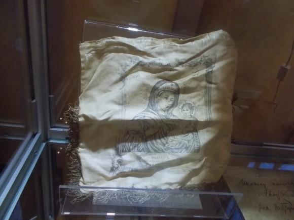 Плат с образом Богородицы, переданный в дар музею семьёй верующего, прошедшего заключение