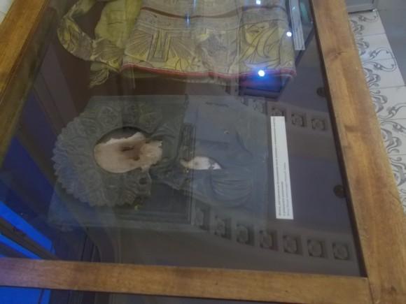 Епитрахиль и икона, расстрелянная большевиком после вселения в коммунальную квартиру в результате уплотнения