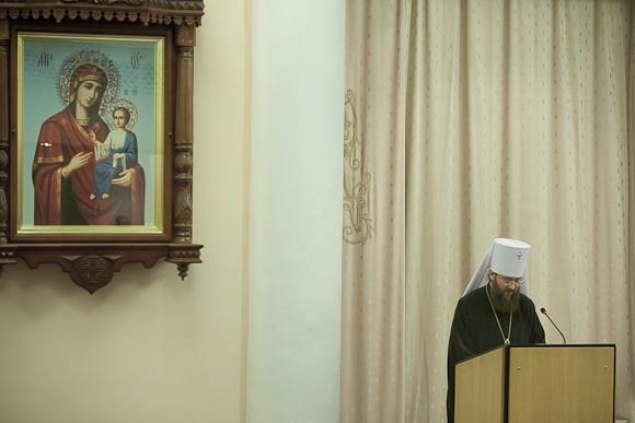 Митрополит Антоний сделал обстоятельный доклад о переводах Библии на украинский язык