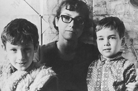 Наталья Горбаневская с сыновьями. Фото:radashkevich.info