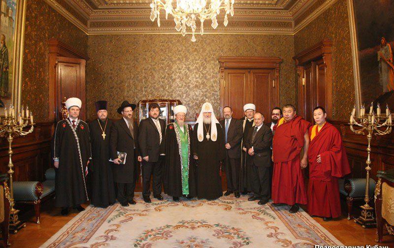 Межрелигиозный совет России выступил с обращением к верующим Украины