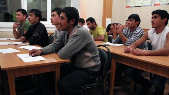 Совет Федерации отклонил законопроект об экзаменах для мигрантов