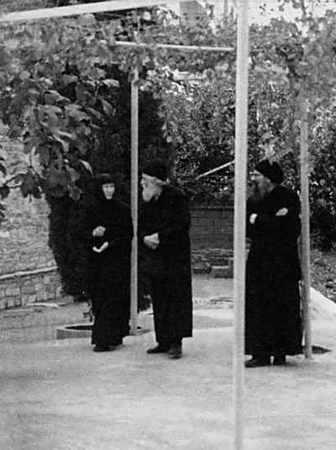 Со Старцем Григорием и Старицей Евфимией в монастыре Честного Предтечи в Метаморфоси.
