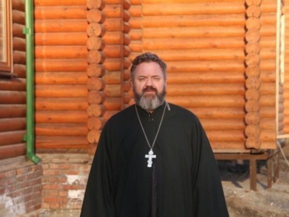 Ростовский священник спас самоубийцу, пытавшегося спрыгнуть с моста
