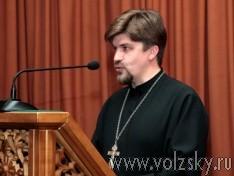 Священник:  Беда требует молчания, скорби и молитв