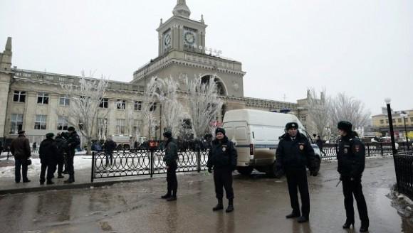 На железнодорожном вокзале в Волгограде прогремел взрыв