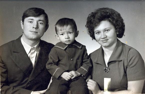 Владимир Севрюков с родителями