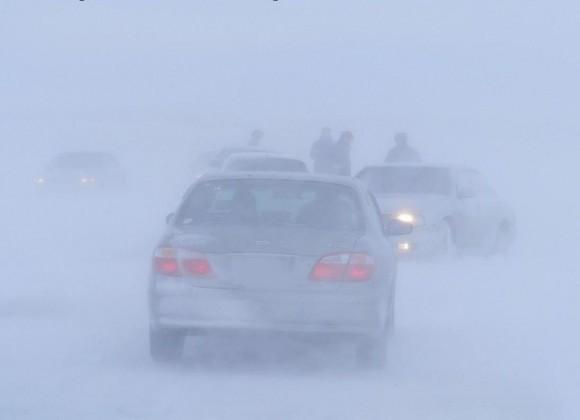 В Тюменской области экипаж ДПС спас замерзавшую семью с грудным ребенком