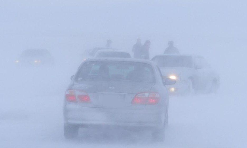 Госавтоинспекция Ростовской области призывает водителей строго соблюдать ПДД в связи с неблагоприятными погодными условиями.