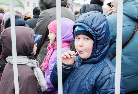К «детским святыням» приводят детей