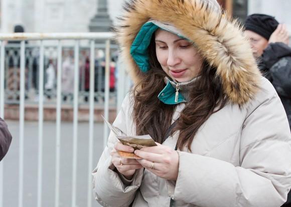 Уходящим паломникам дарят иконку Рождества и информацию о святыне