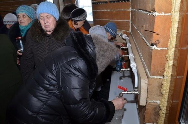 В Кузбасском храме установлен трубопровод для святой воды
