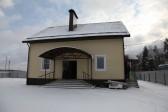 Многодетной семье скончавшегося священника построили дом всем миром