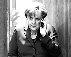 Меркель вначале выглядела жесткой атлантисткой. Нужно было видеть выражение ее лица на знаменитой уже мюнхенской конференции, когда выступал Путин (фото: Reuters)