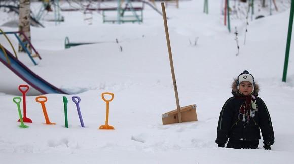 Детдомовские дети ничем не отличаются от сверстников, только медленнее взрослеют и меньше улыбаются (на фото — воспитанник детдома N3 в Великом Новгороде) Фото: РИА НОВОСТИ