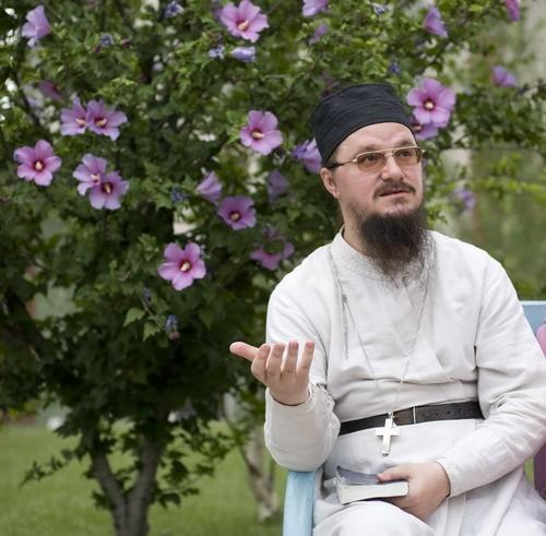 Священник Даниил Сысоев. Фото: Екатерина Степанова, nsad.ru
