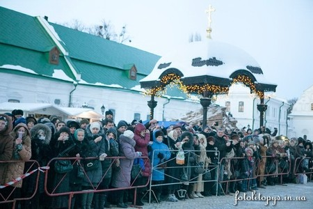 За выходные Дарам волхвов в Киеве поклонились 75 000 верующих